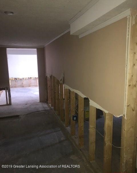 1050 W Lawrence Hwy - basement12044LIST - 31