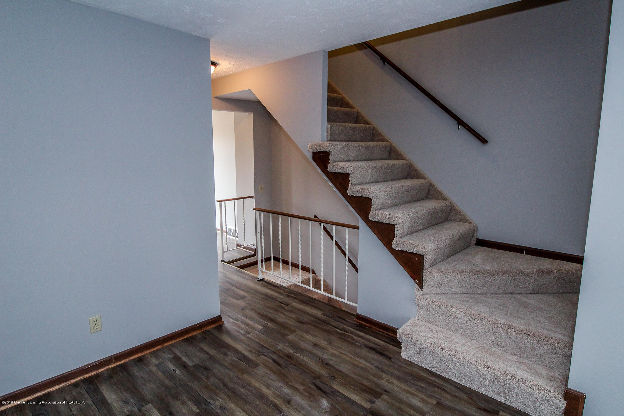 130 Park Meadows Dr - Open Stairway - 17
