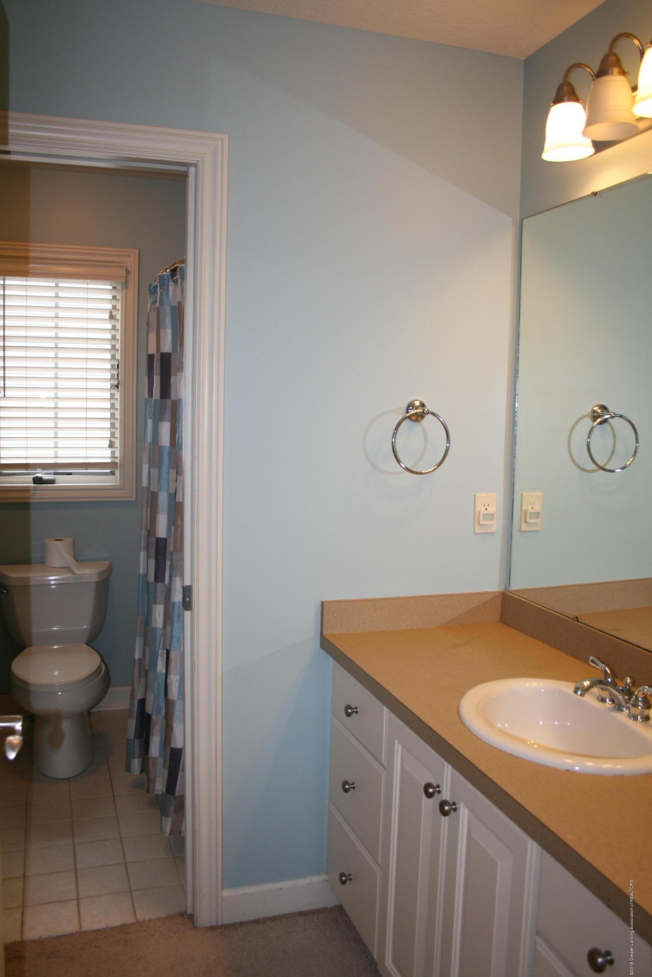 13295 Speckledwood Dr - Full bath upstairs - 15