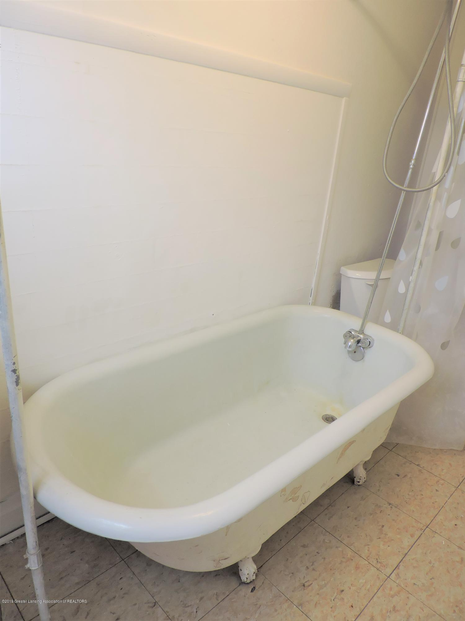215 N Foster Ave - Bathroom 3 - 13