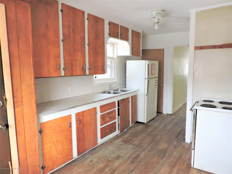 215 N Foster Ave - Kitchen 4 - 3