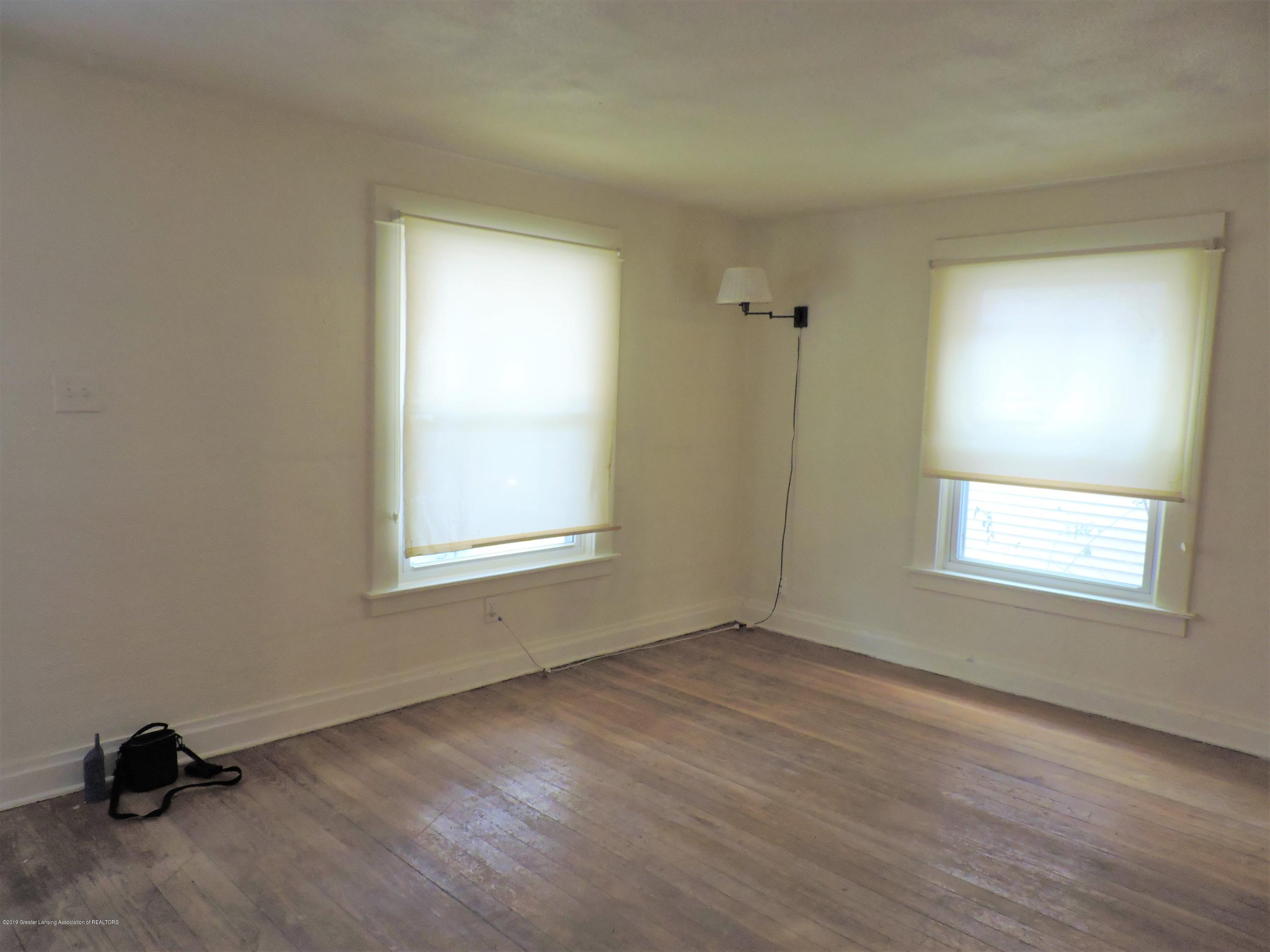 215 N Foster Ave - Living Room - 11