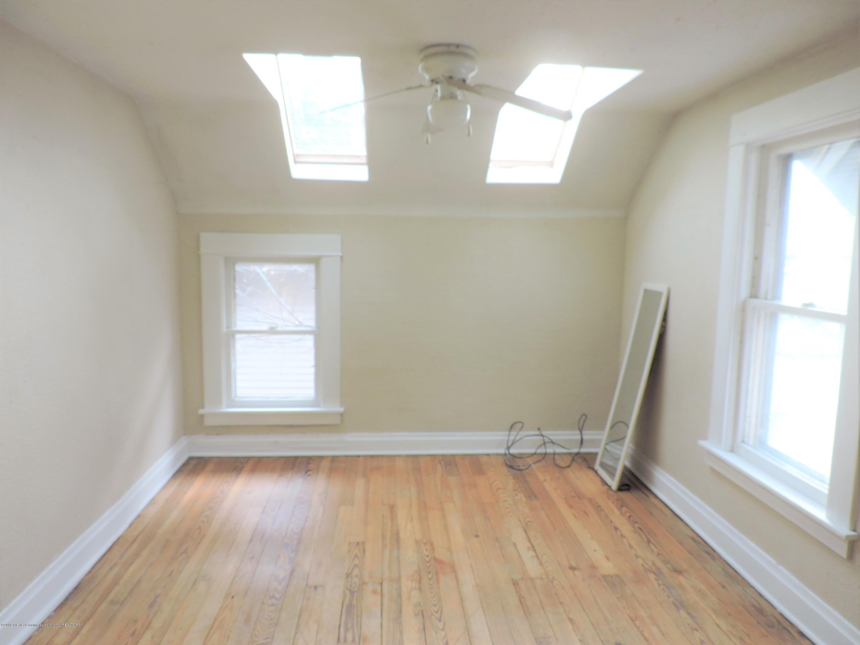 215 N Foster Ave - Master bedroom 2 - 17
