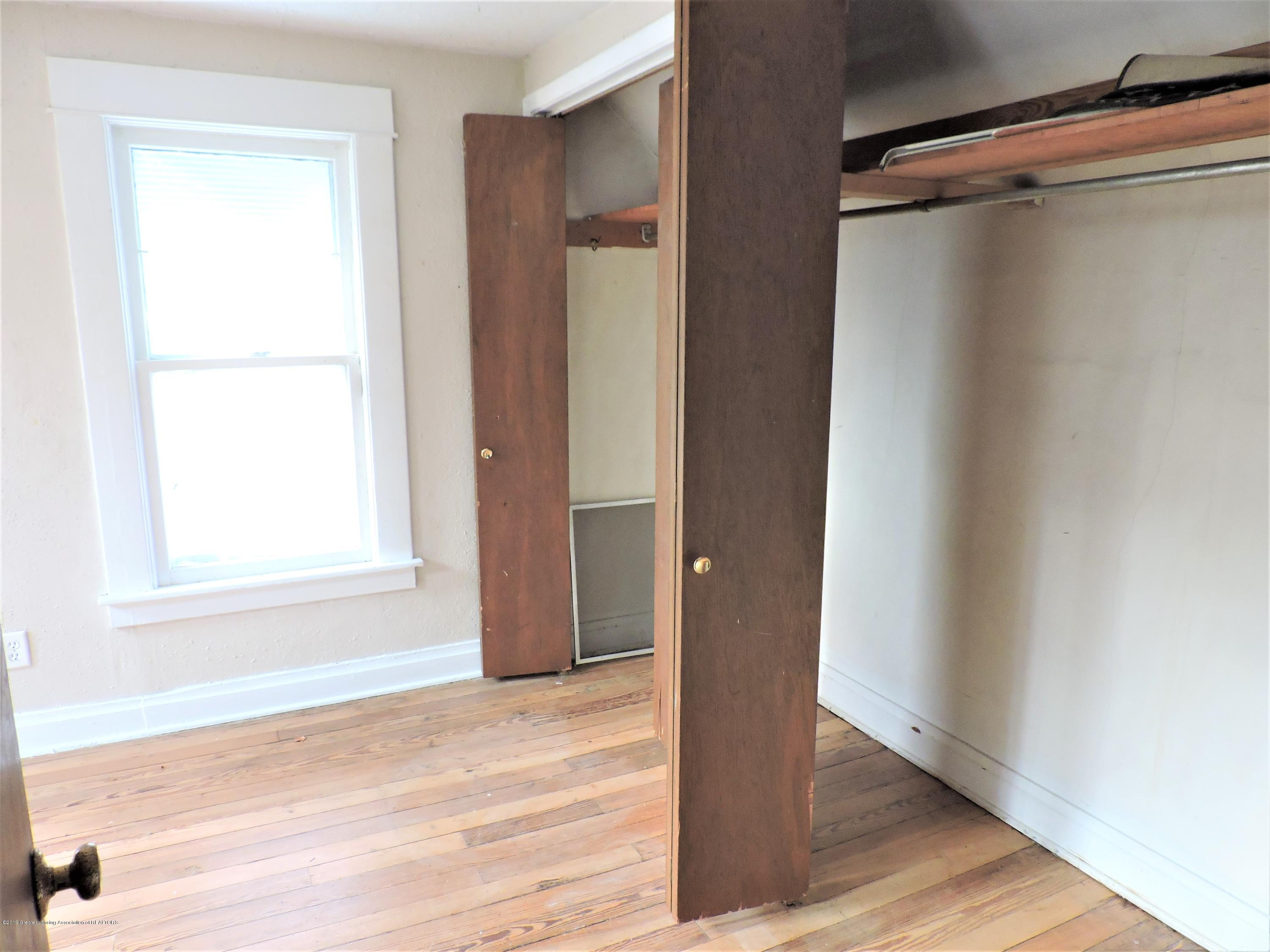 215 N Foster Ave - Master bedroom - 18