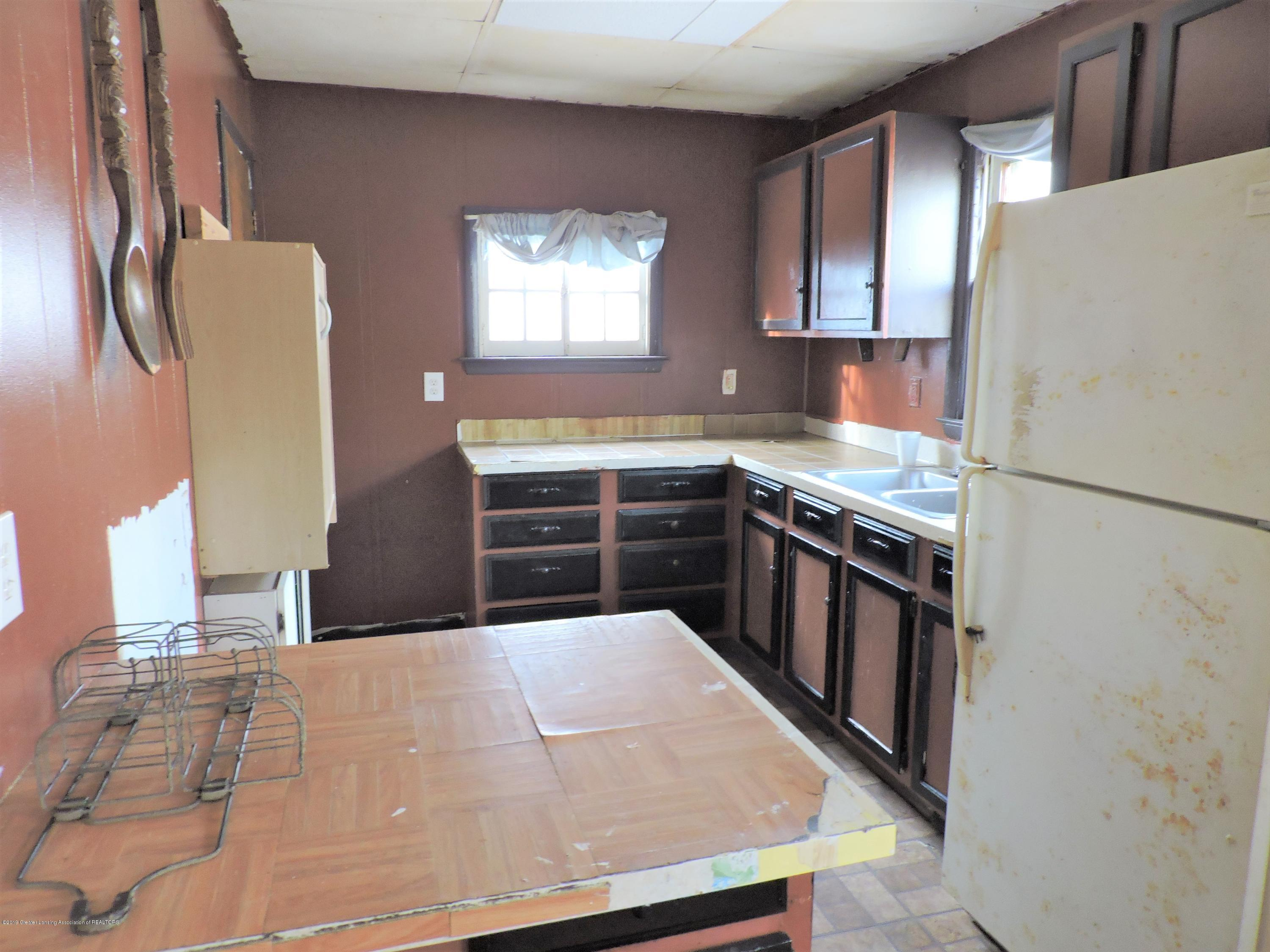 408 S Clemens Ave - kitchen - 10