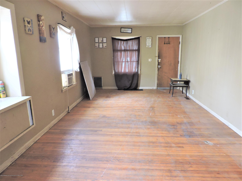 408 S Clemens Ave - Living room - 11