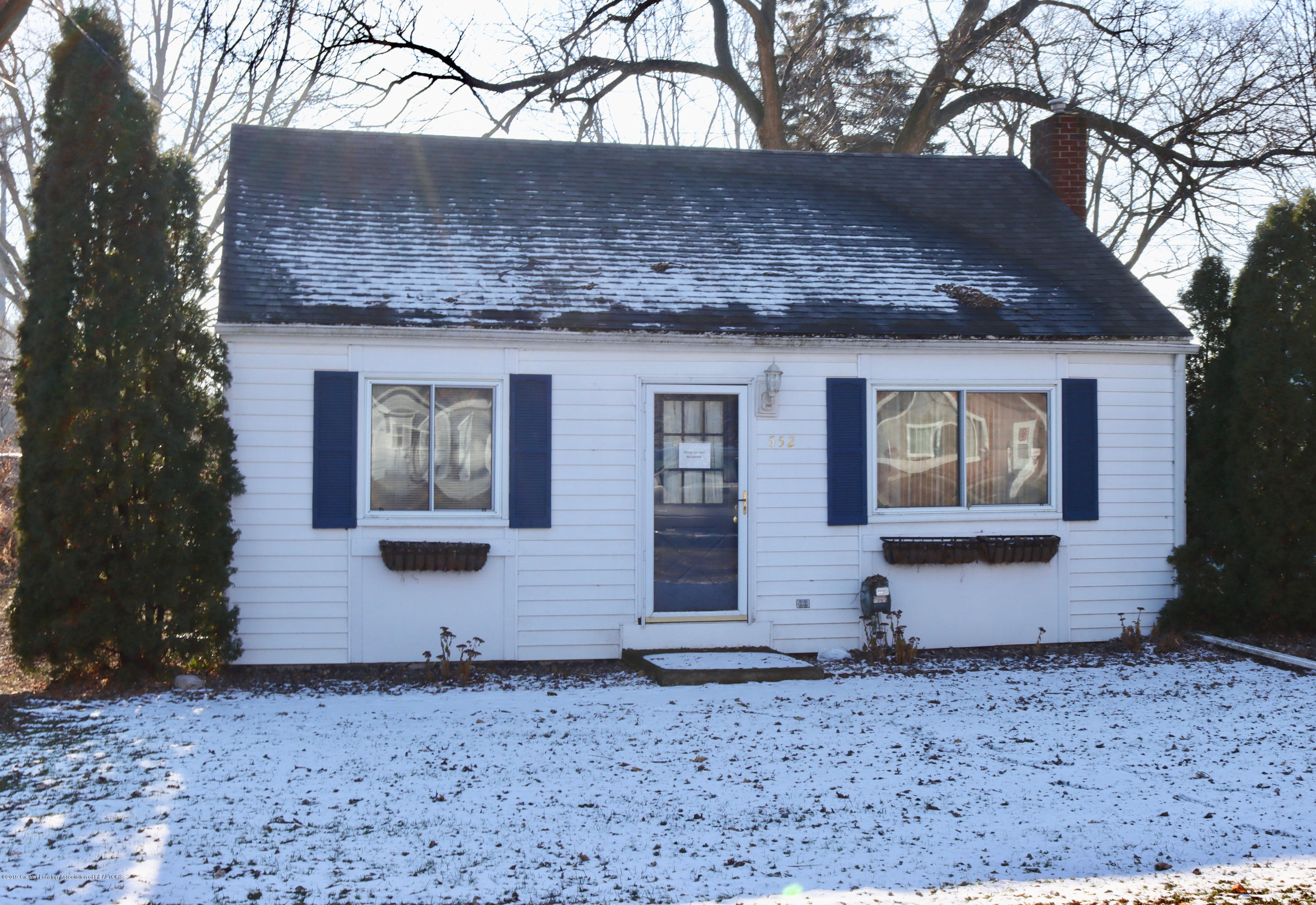 552 Armstrong Rd - front - 1