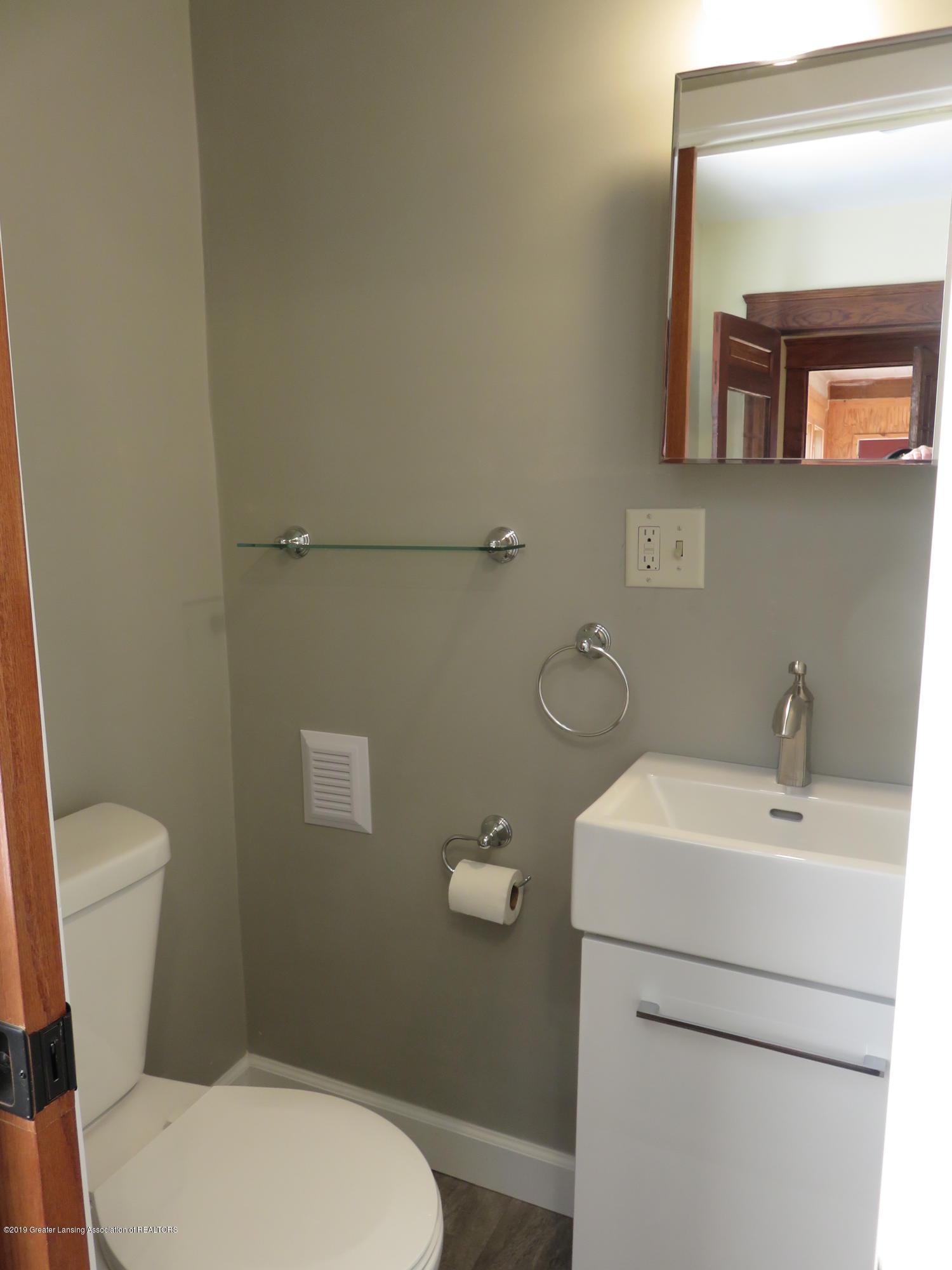 1201 Princeton Ave - 1st Floor half bath - 14