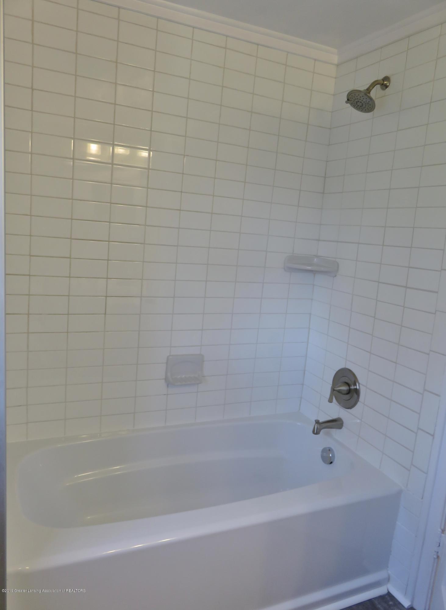 1201 Princeton Ave - Full Bath - 21