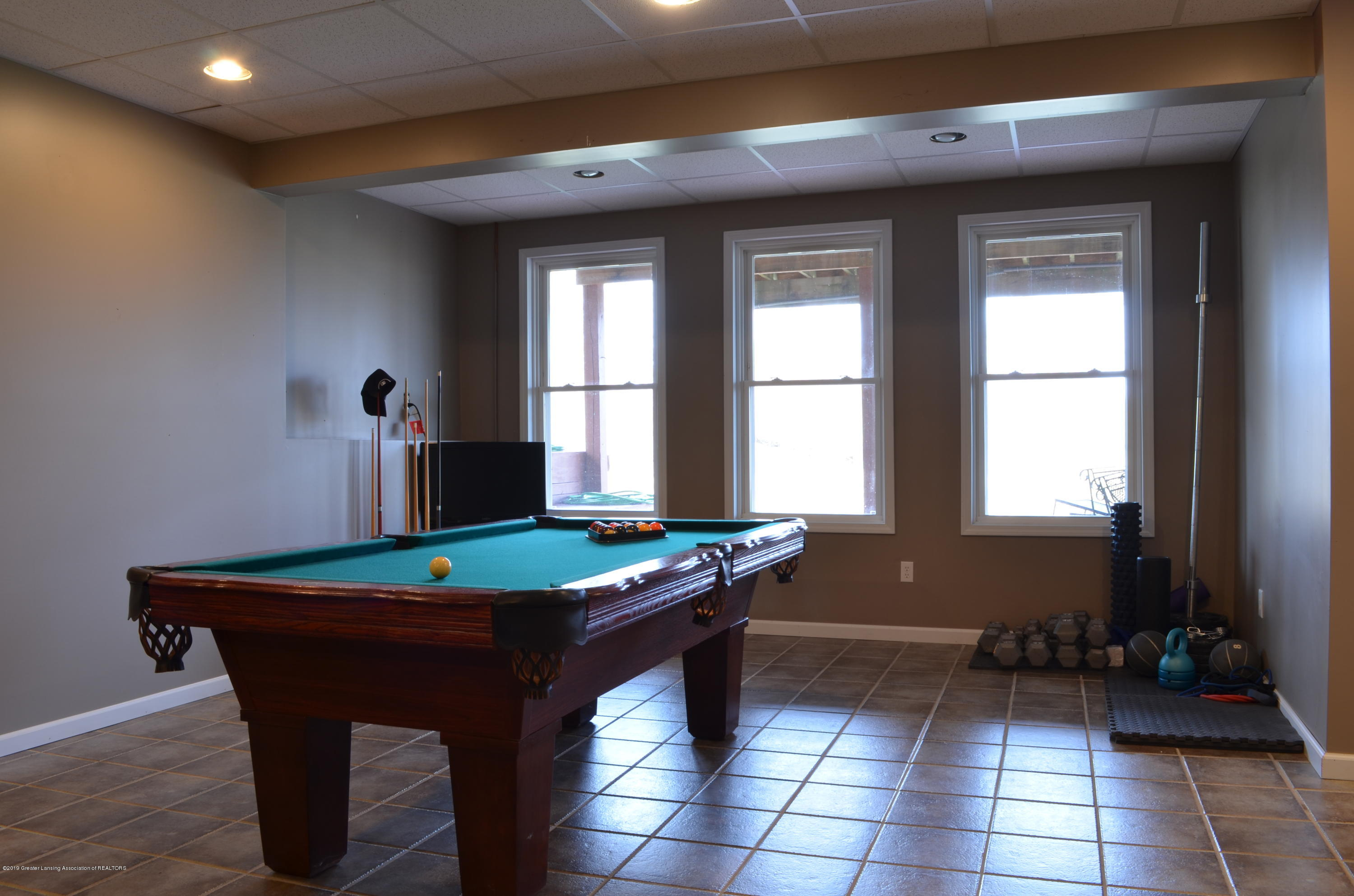 5822 Harper Rd - Pool Table Stays - 20
