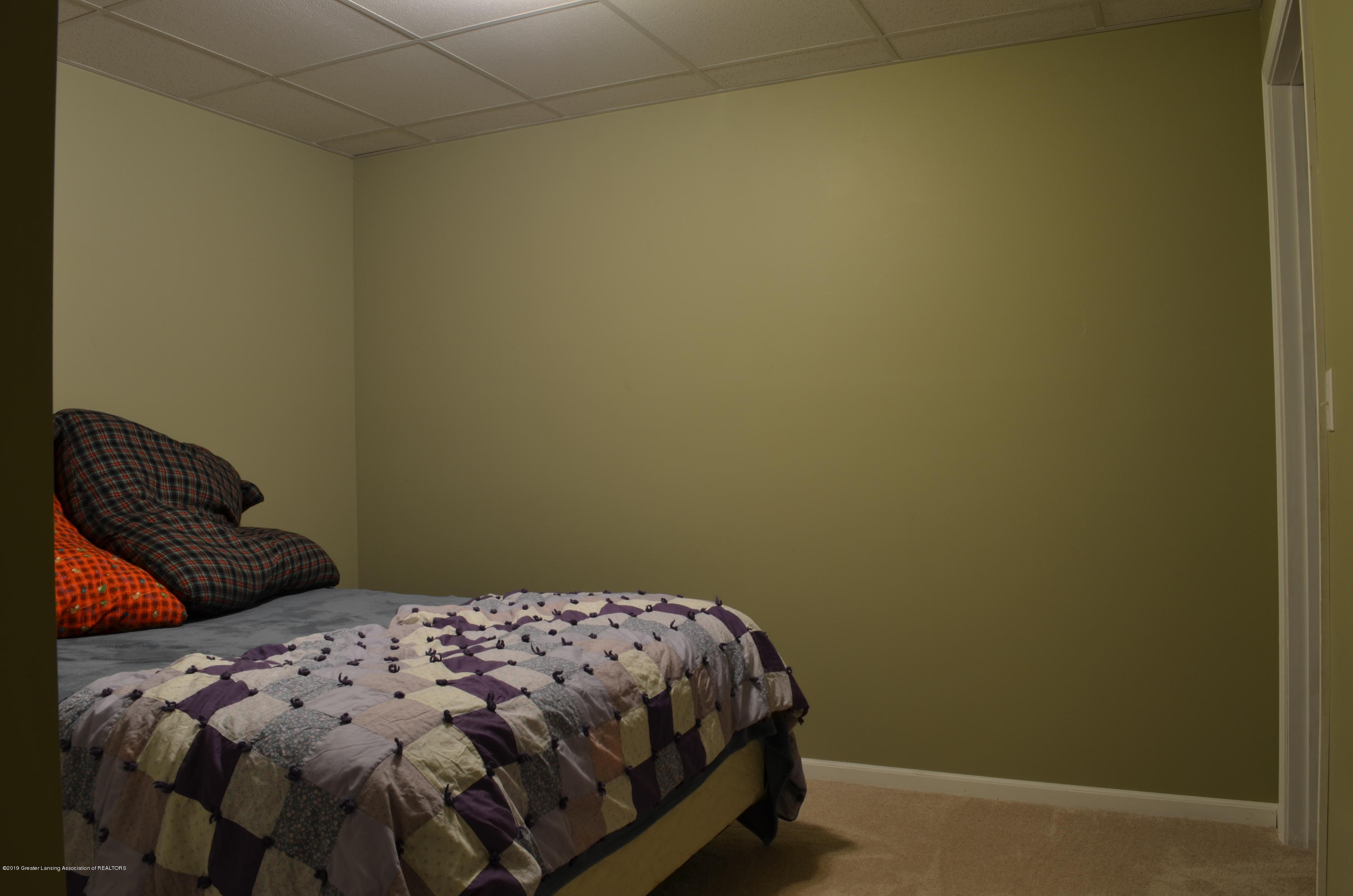 5822 Harper Rd - Used As Bedroom 5 - 24