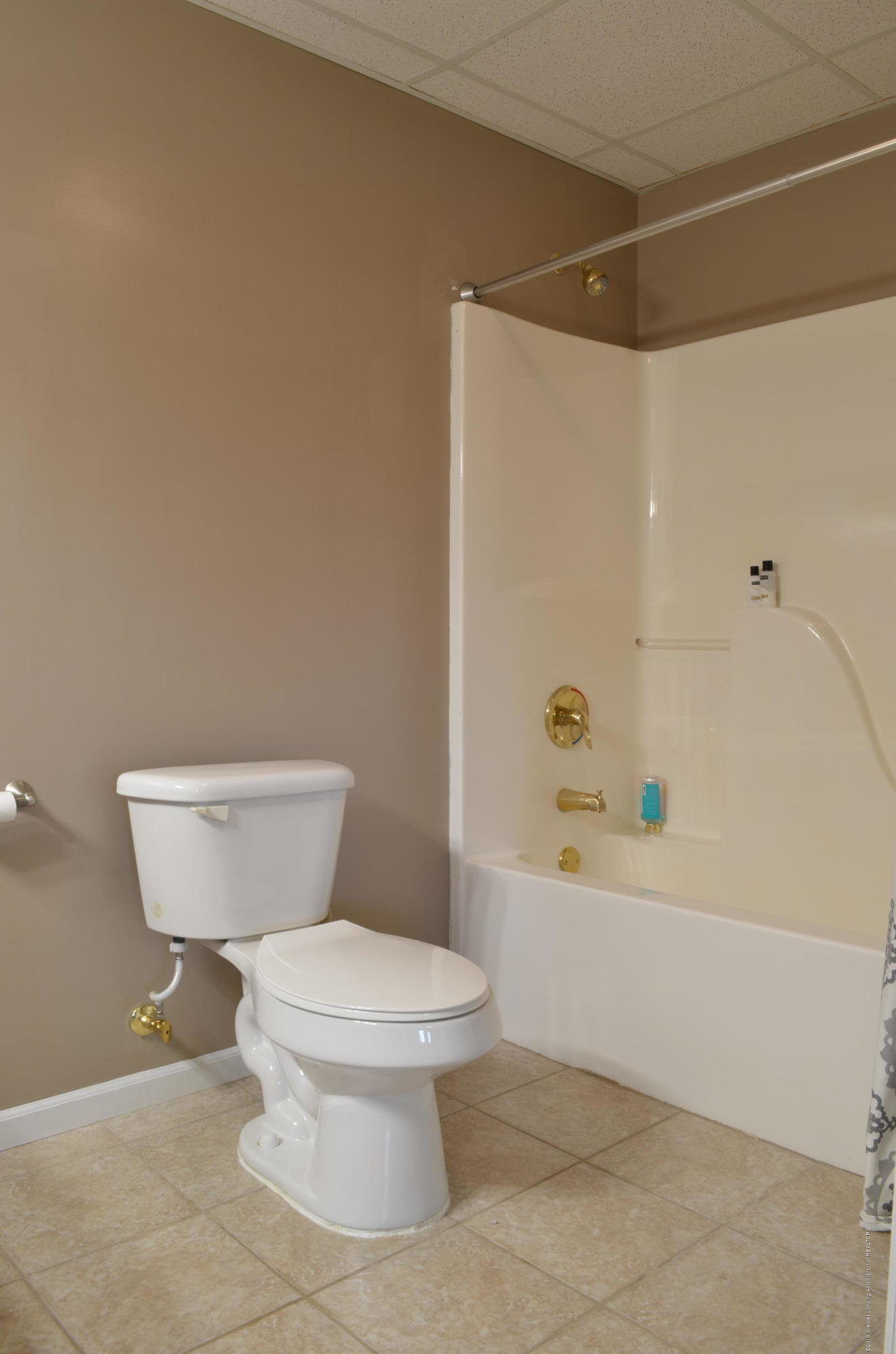 5822 Harper Rd - LL Full Bath - 23