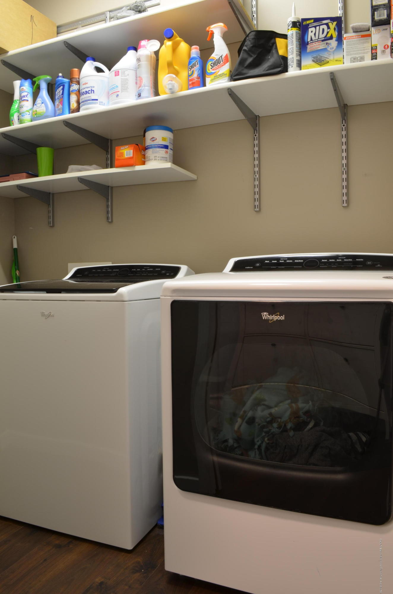 5822 Harper Rd - Main Floor Laundry Room - 15