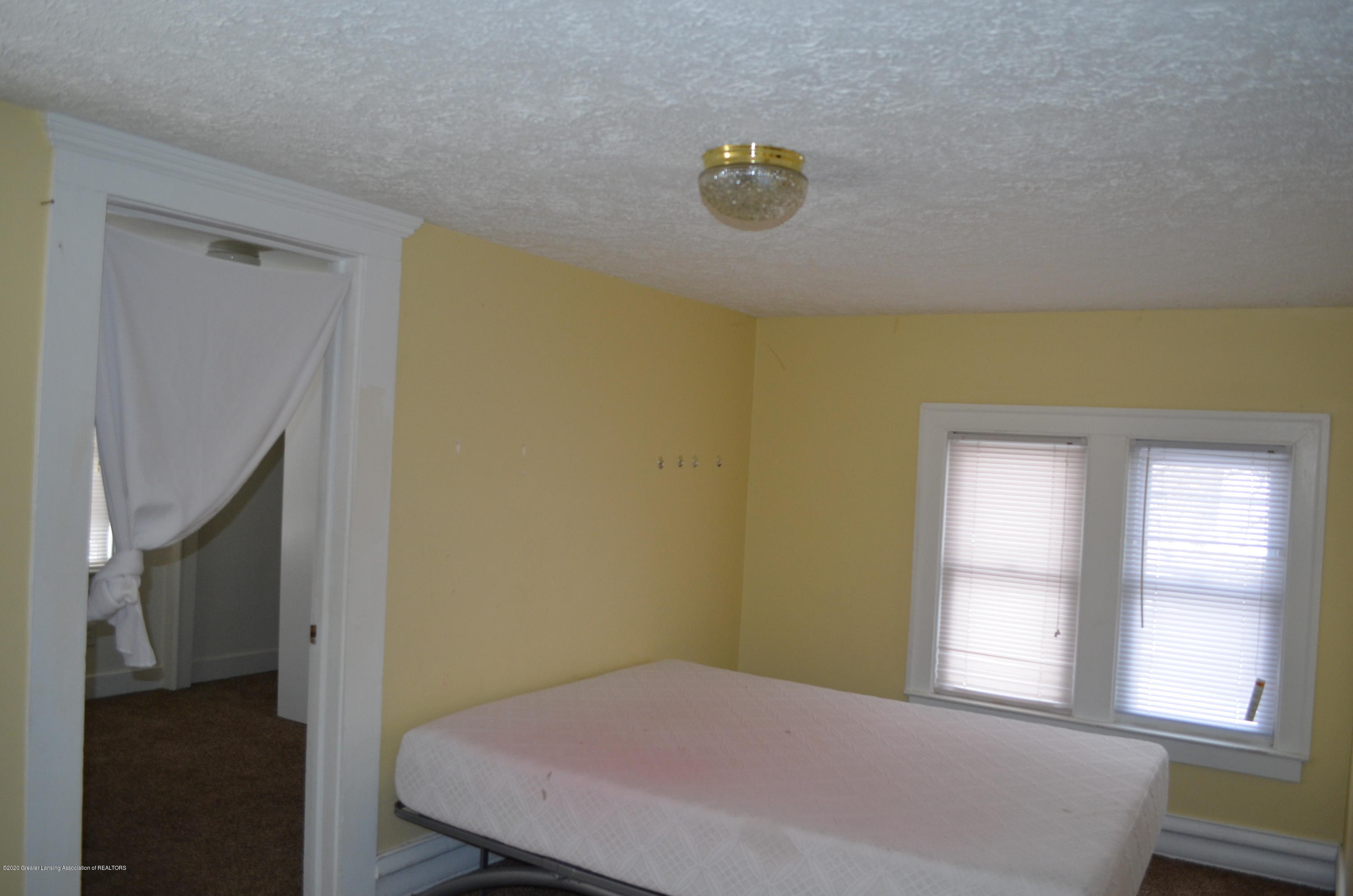 1222 W Ionia St - Master Bed - 25