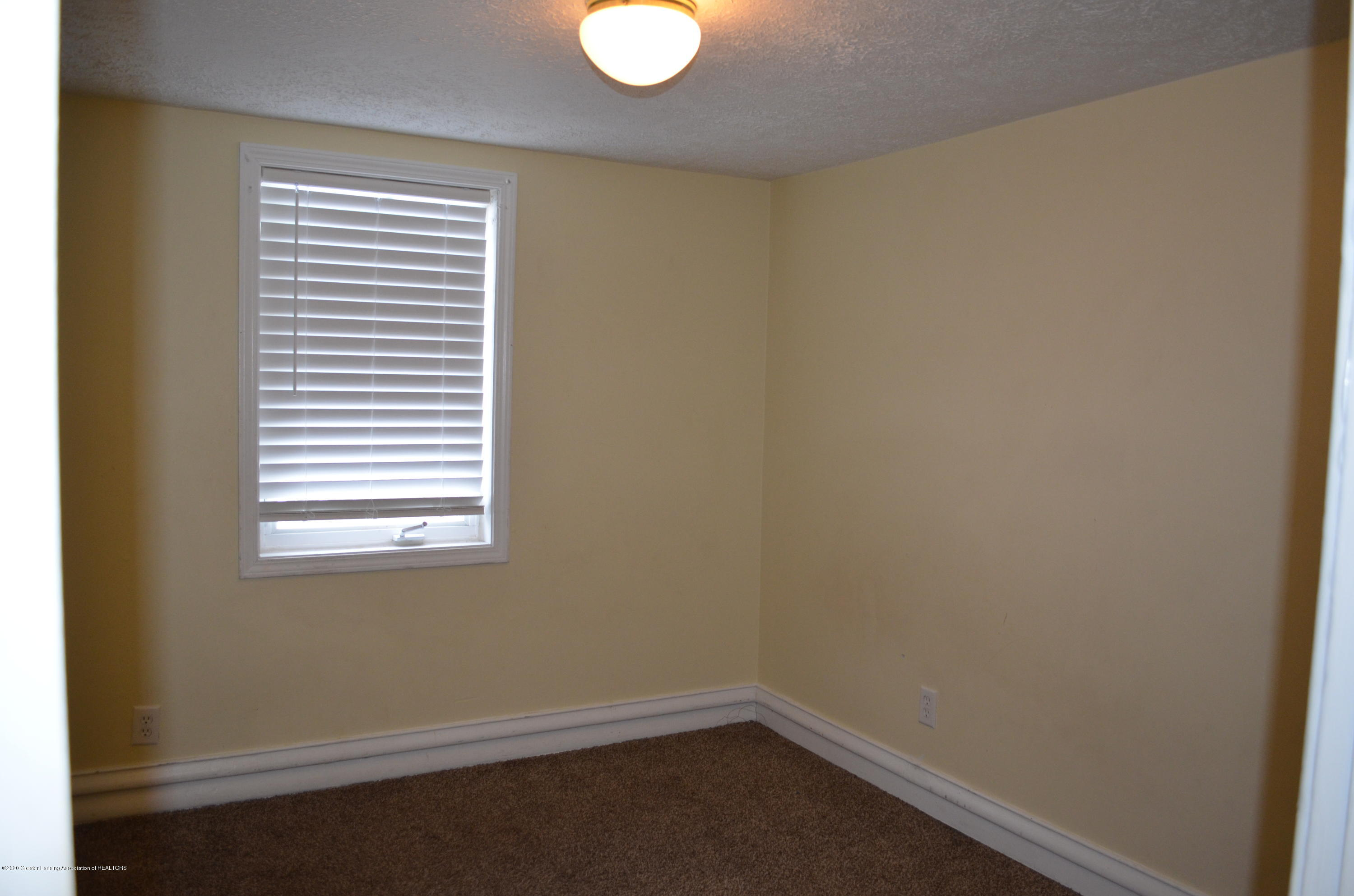 1222 W Ionia St - Bed 2 - 32