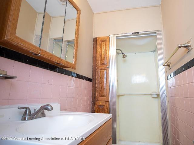 1108 Hapeman St - upstairs_bath2_49297439272_o - 17