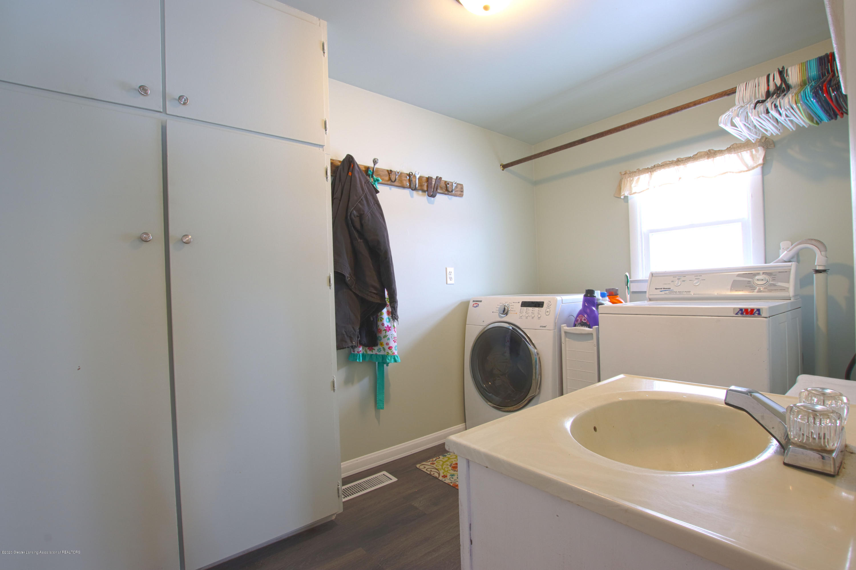10091 Pioneer Rd - laundry 1 - 16