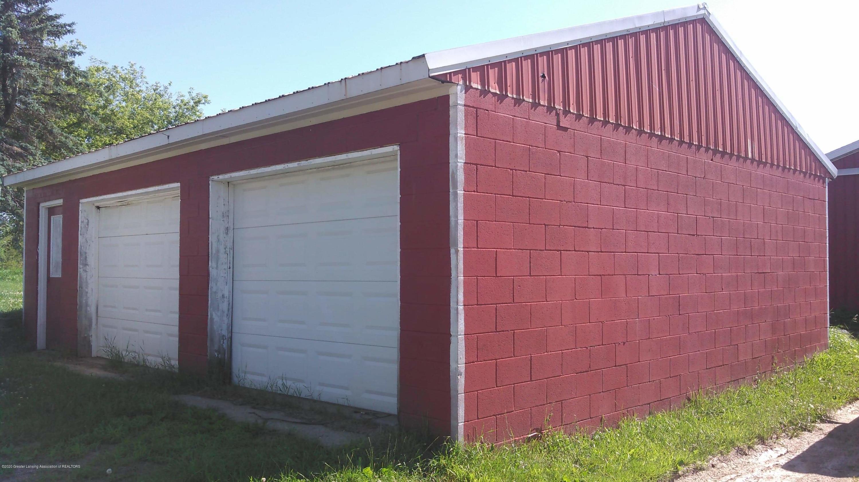 10091 Pioneer Rd - Two car garage - 20