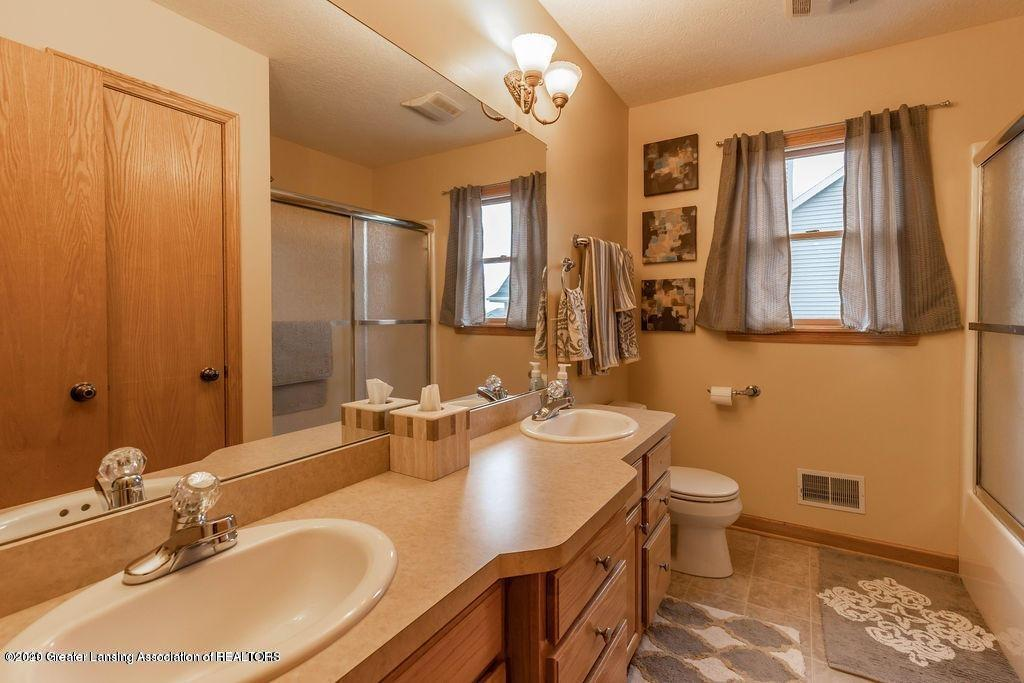 3150 Crofton Dr - Upstairs bath - 50