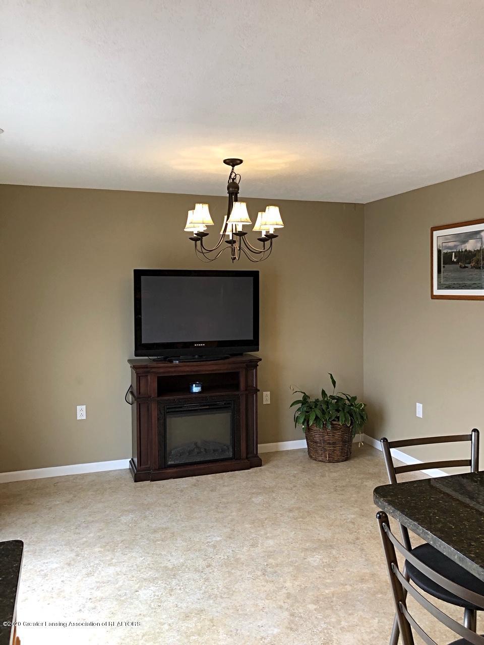 5910 Hickory Hill Dr - formal dining/living room - 8