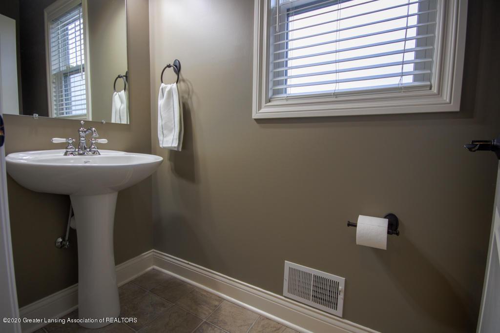 1047 Oakwood Dr - Bathroom - 16