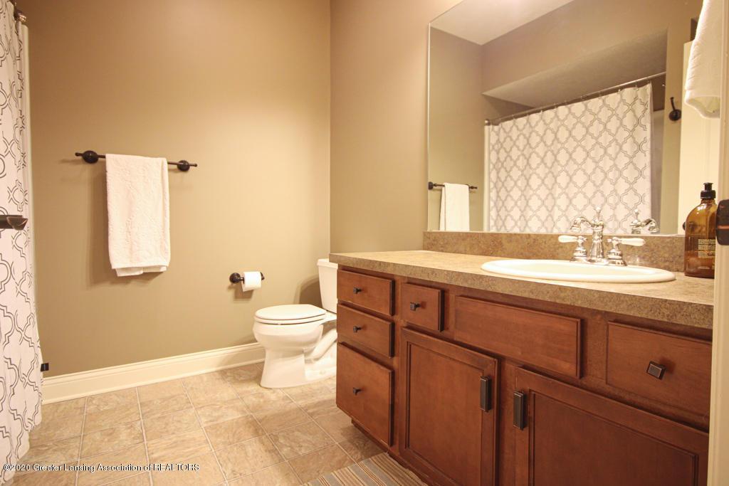 1047 Oakwood Dr - Bathroom - 18