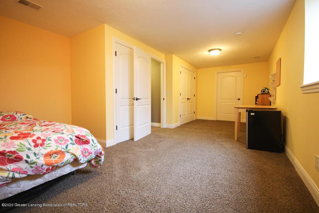 1047 Oakwood Dr - Bedroom - 19