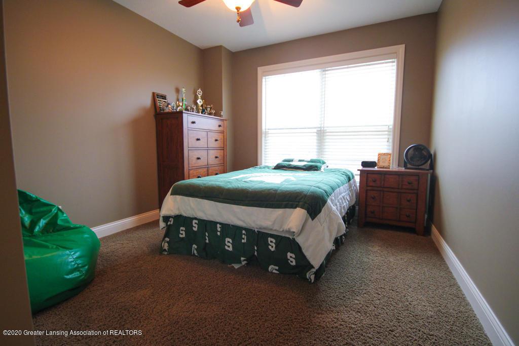 1047 Oakwood Dr - Bedroom - 13