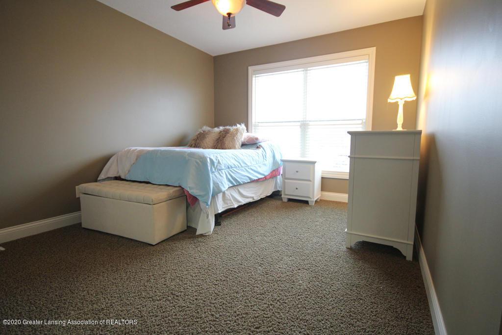 1047 Oakwood Dr - Bedroom - 15