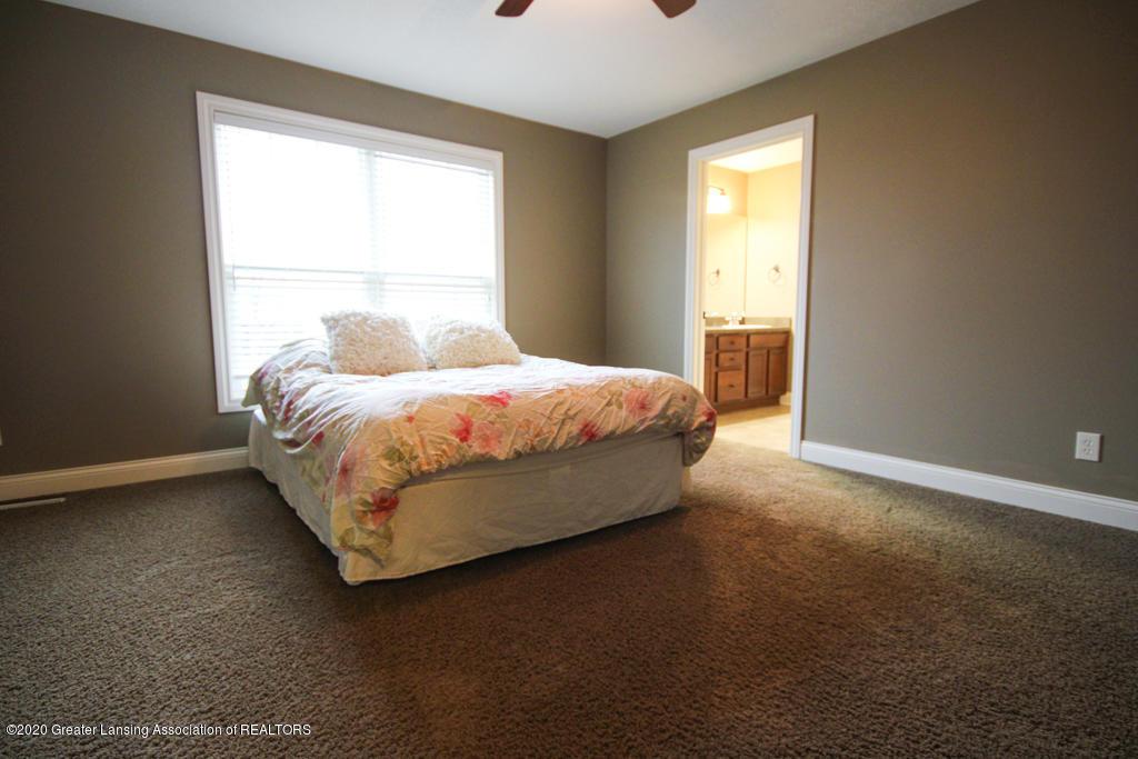 1047 Oakwood Dr - Bedroom - 11
