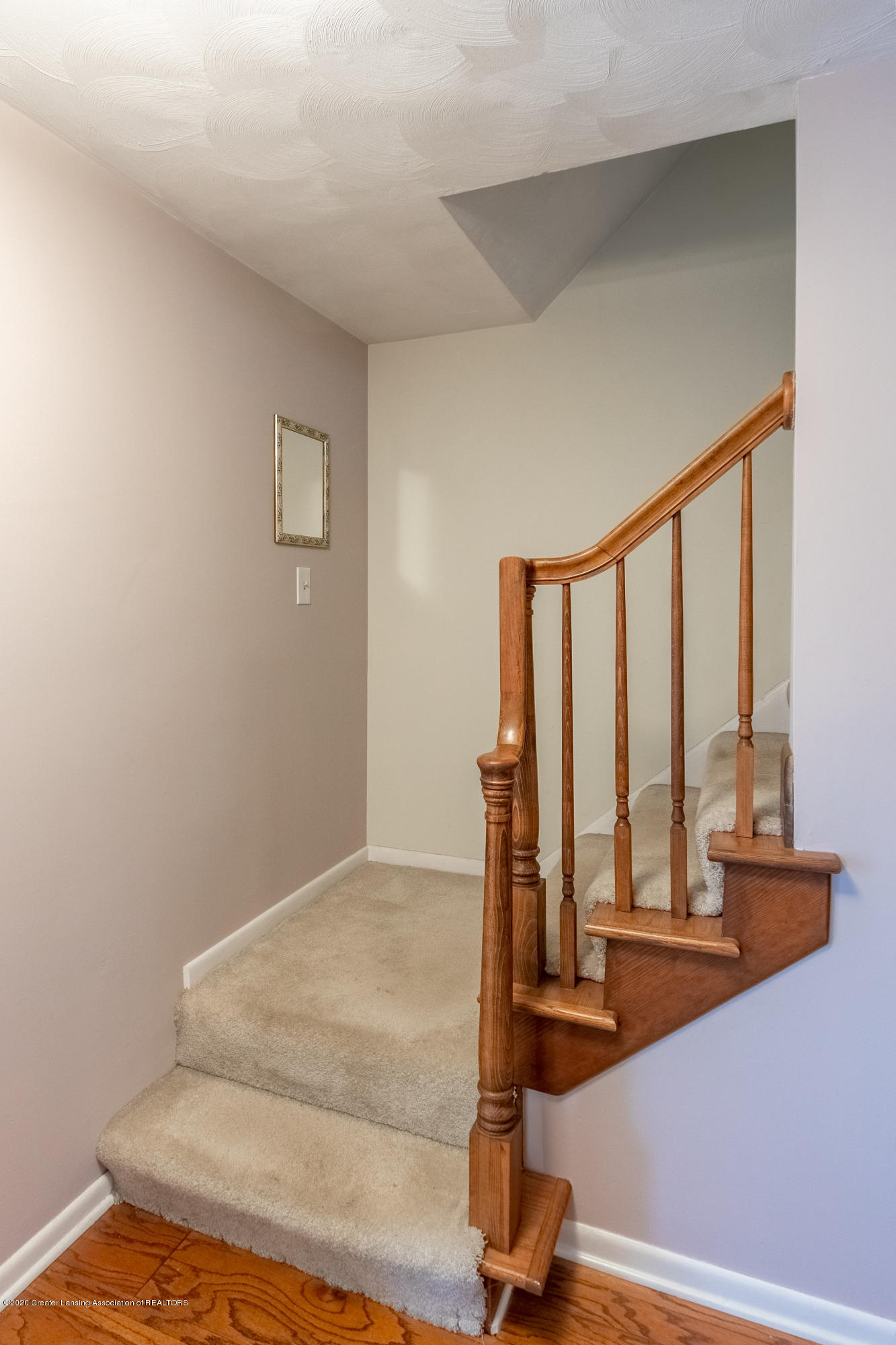 2181 Riverwood Dr - Stairs to Upper Level - 11