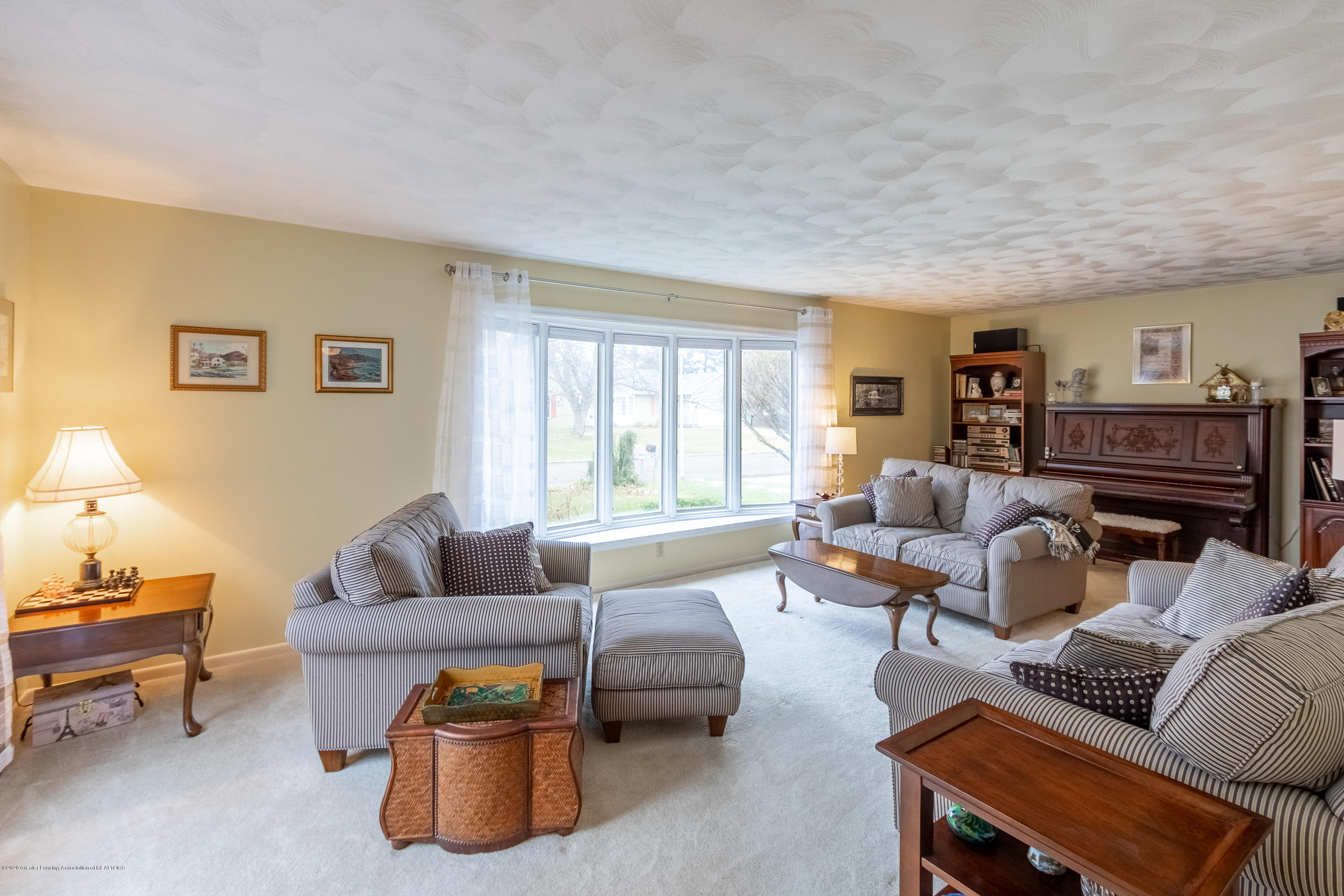 2181 Riverwood Dr - Family Room - 12