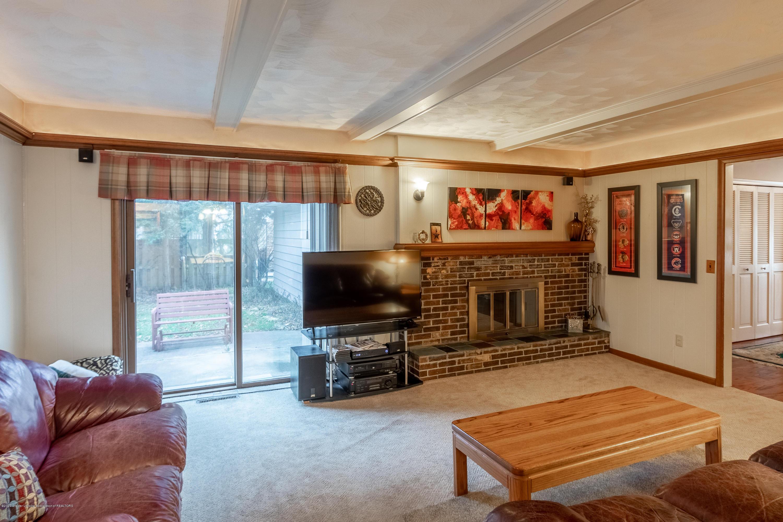 2181 Riverwood Dr - Living Room - 17