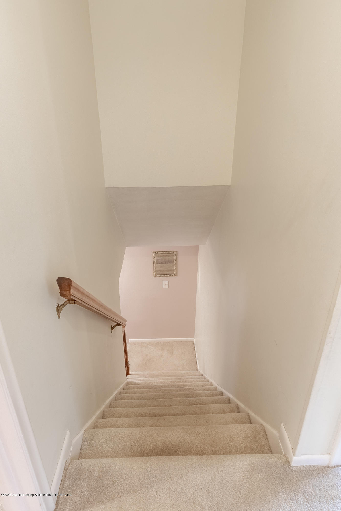 2181 Riverwood Dr - Stairs to Upper Level - 31