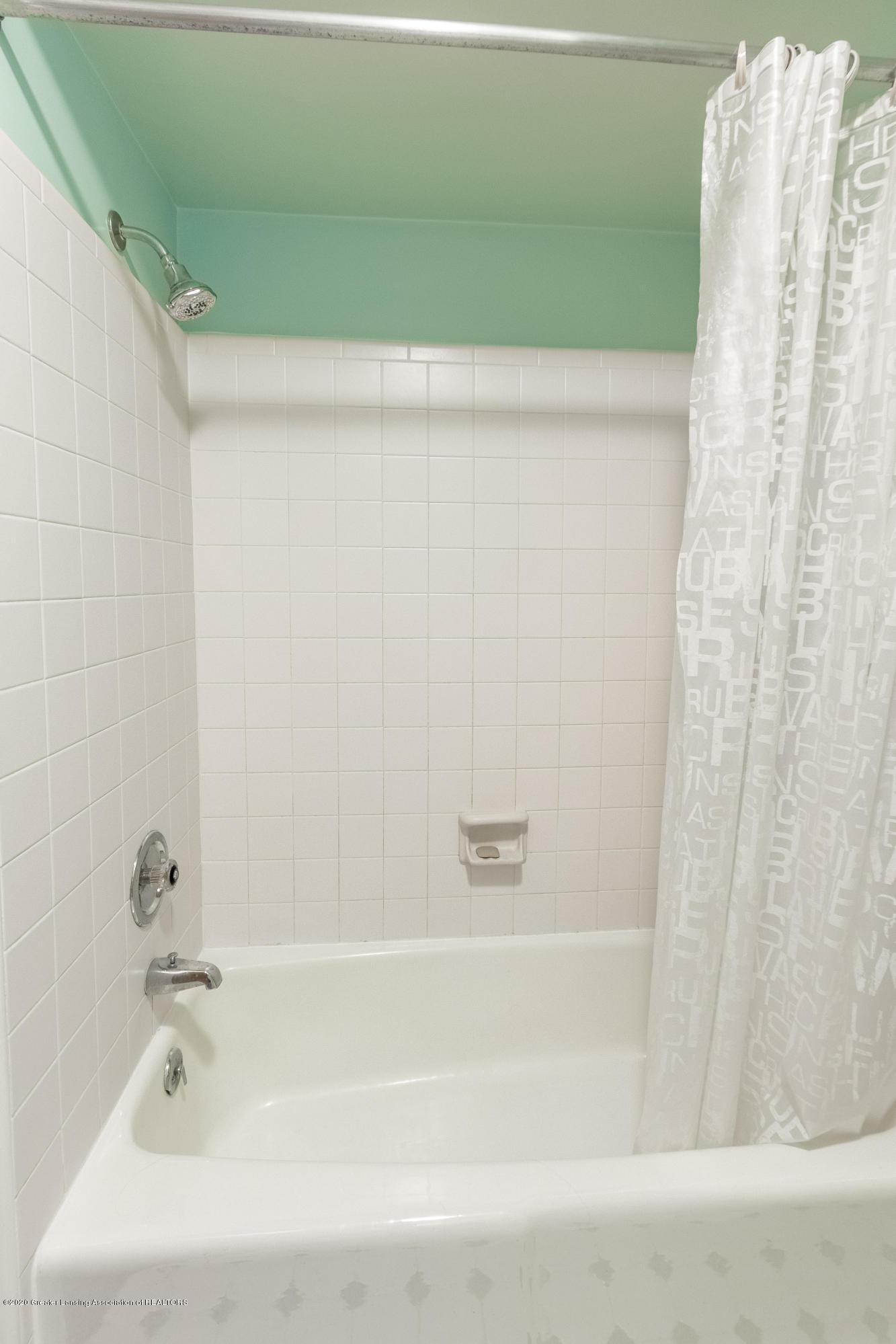 2181 Riverwood Dr - Full Bathroom - 39