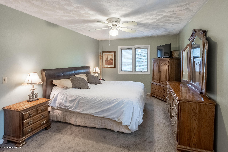 2181 Riverwood Dr - Master Bedroom - 40