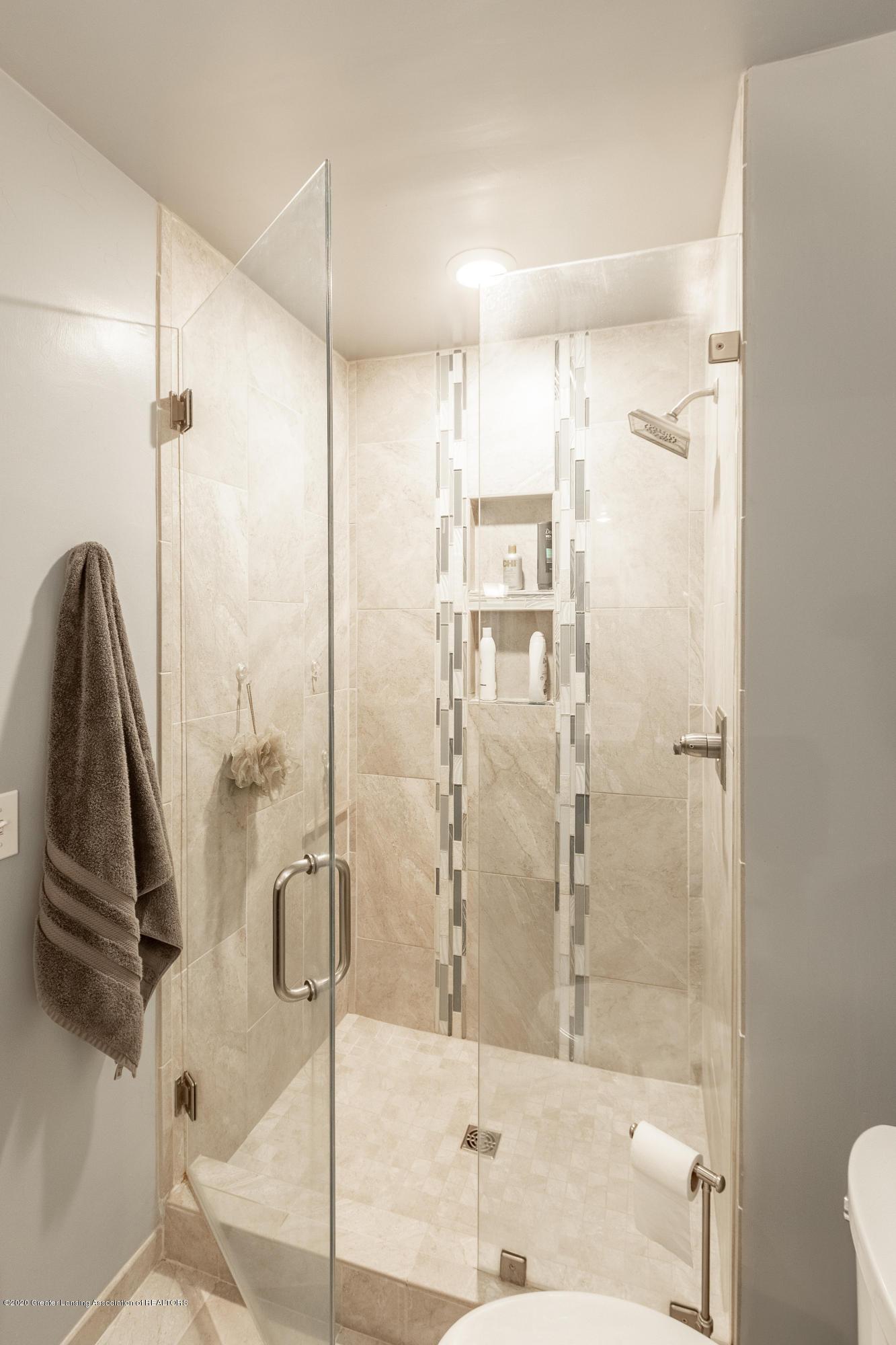 2181 Riverwood Dr - Master Bathroom - 42
