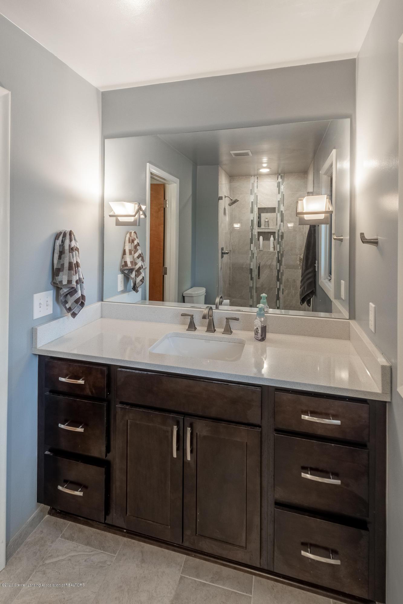 2181 Riverwood Dr - Master Bathroom - 43