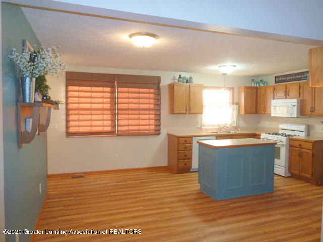 4482 E Clinton Trail - Kitchen and Dining Area - 10