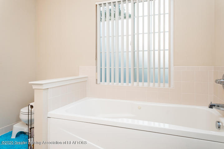 14199 Mulholland Dr - bathroom - 27