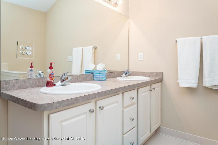 14199 Mulholland Dr - bathroom - 24