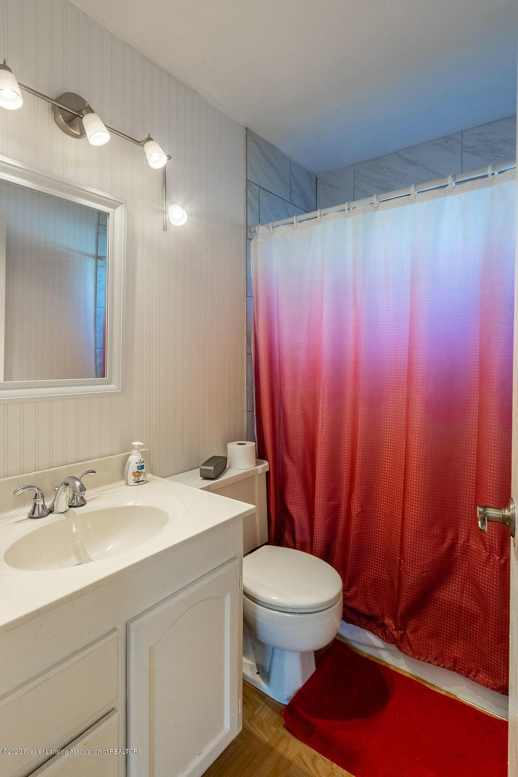 1000 Hein Ave - Main bath - 18