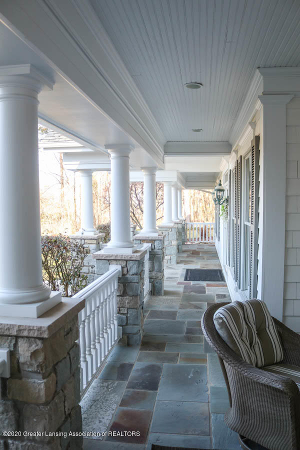 6090 Standish Ct - Front porch - 4