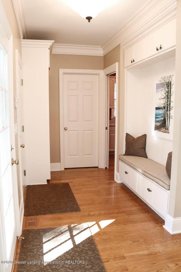 6090 Standish Ct - Mud room area - 29