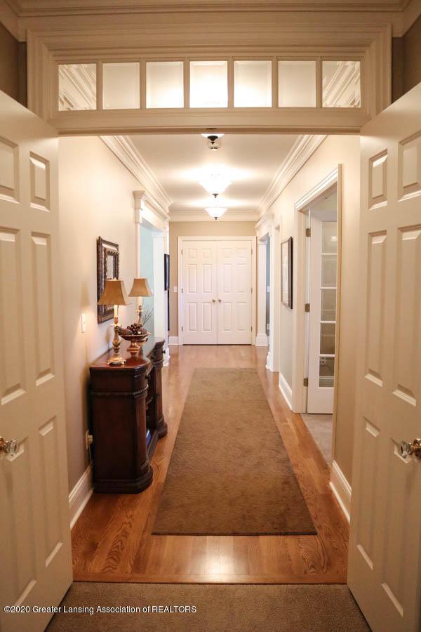 6090 Standish Ct - Hallway from Master - 41