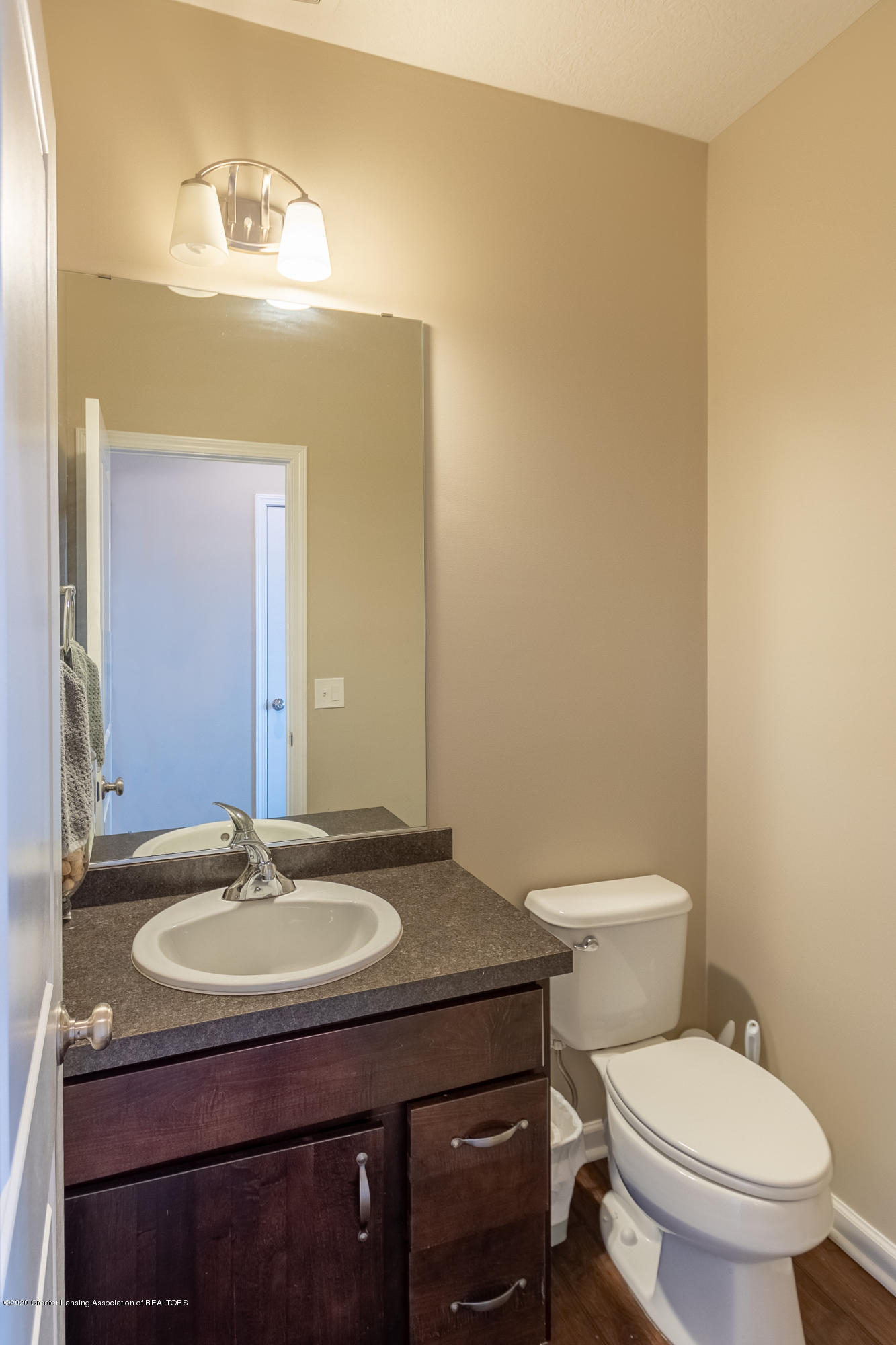 3758 Shearwater Ln - Main Floor Half Bath - 9