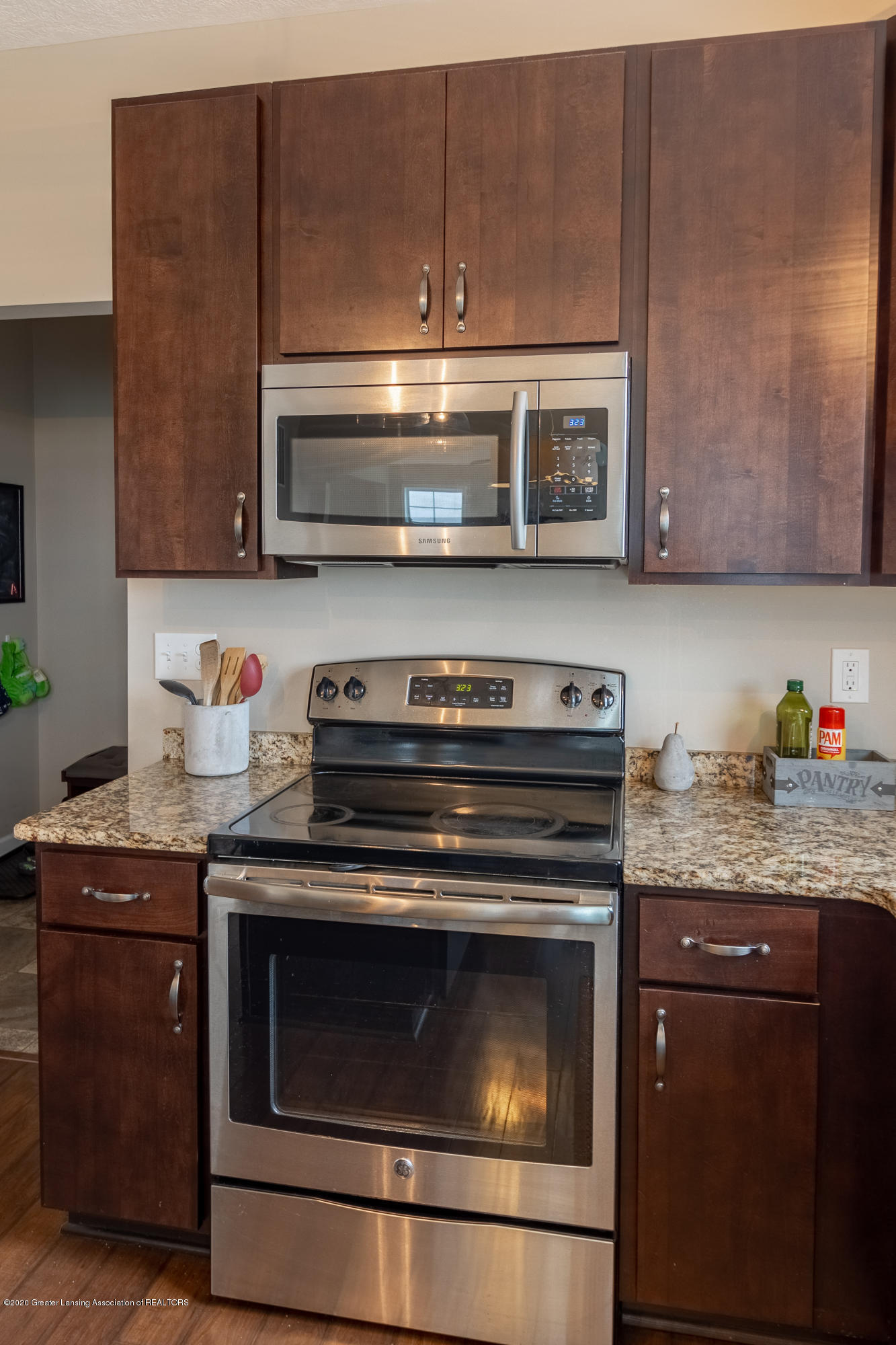 3758 Shearwater Ln - Stainless steel appliances - 20