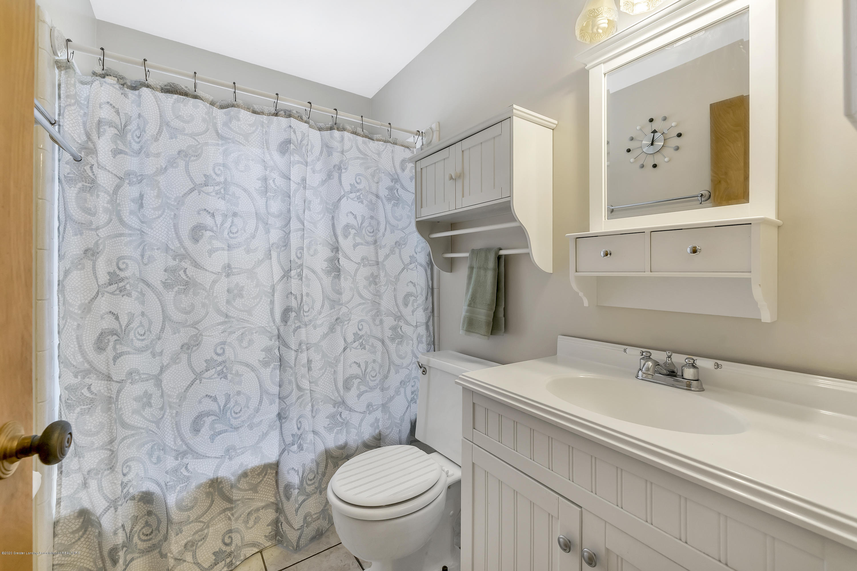 1406 W Rundle Ave - Full Bathroom - 11