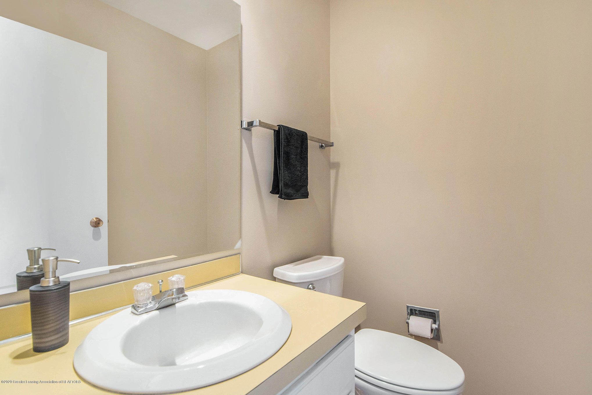 2592 Woodhill Dr - Half Bath - 4
