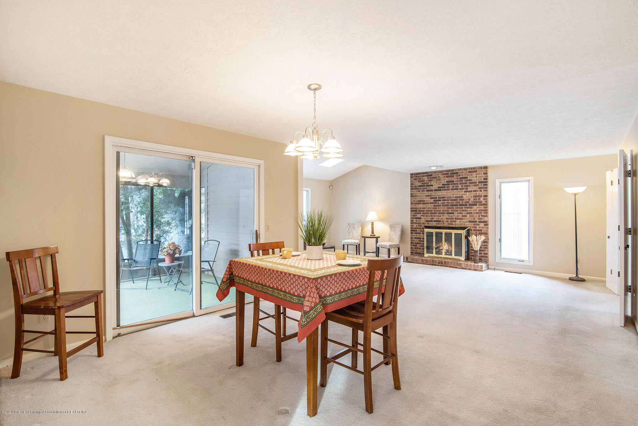 2592 Woodhill Dr - Dining Area - 9